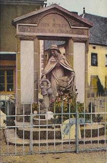 CPA monuments aux Morts du Puy-de-Dôme, Tauves