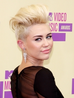 miley-cyrus-hairstyle-2012-mtvvma