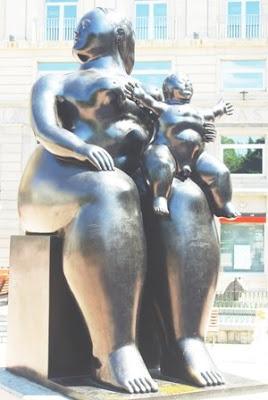 Oviedo, escultura Maternidad