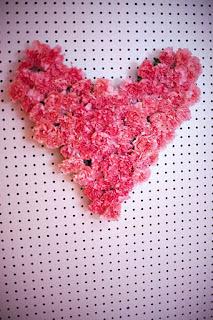 Mesa p/Dia dos Namorados - coração de flores para parede