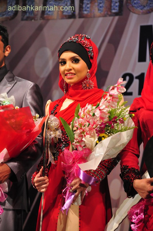 who is adibah karimah in premium beautiful corset top agent receiving dsm, ddm and car fund awards