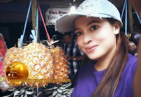 Cara mengetahui Nanas Simadu, Subang. Foto Bu Yuli Merdekawati Lurah Cigadung, Subang.
