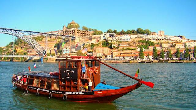 Passeio de barco pelo Rio Douro, em Porto