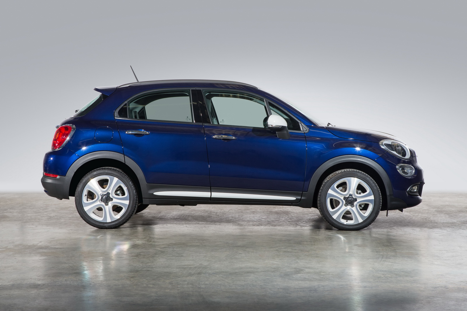 mopar launches range of accessories for fiat 500x in the uk carscoops. Black Bedroom Furniture Sets. Home Design Ideas