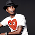 Pharrell Williams subastó su famoso sobrero