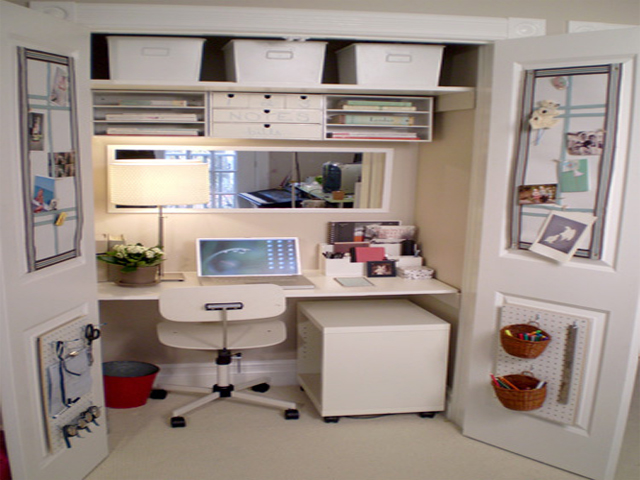 Home office ideas for small spaces for Tiny home office ideas