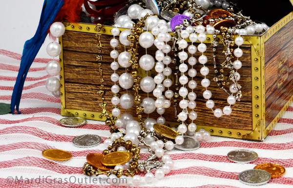 How To Decorate A Treasure Box Custom Party Ideasmardi Gras Outlet Pirate Treasure Chest Centerpiece 2018