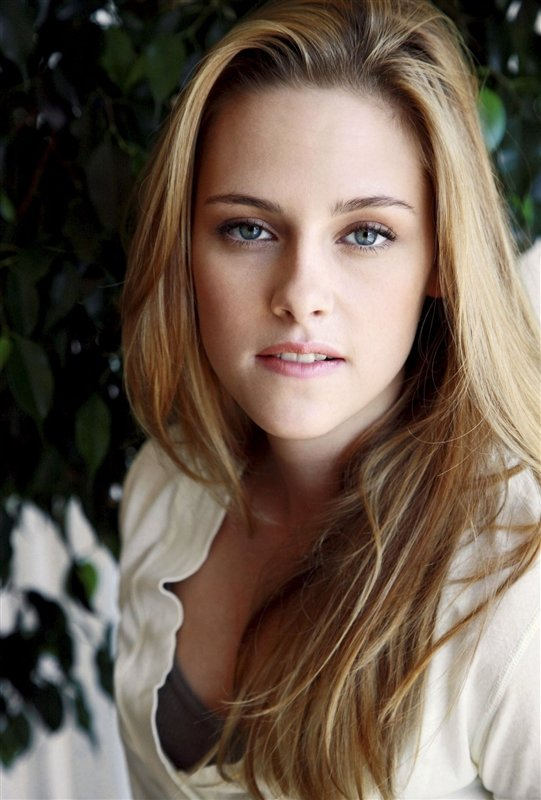 Download this Kristen Stewart Hot Wallpapers picture