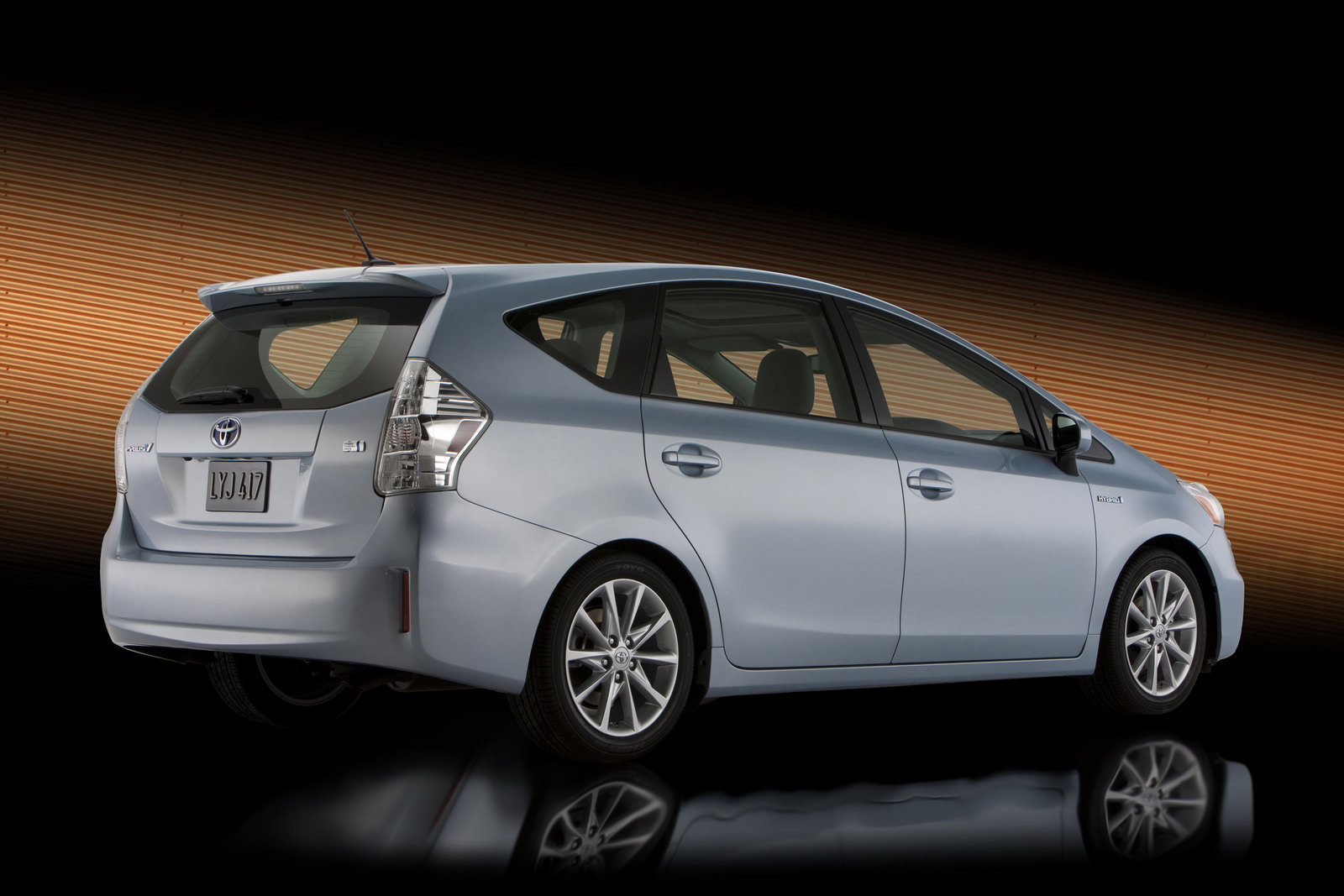 all car reviews 02 2011 toyota prius hybrid suv on the claim the most fuel efficient. Black Bedroom Furniture Sets. Home Design Ideas