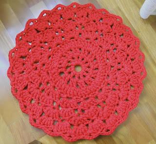 Alfombra hecha con un patrón de tapete en rojo