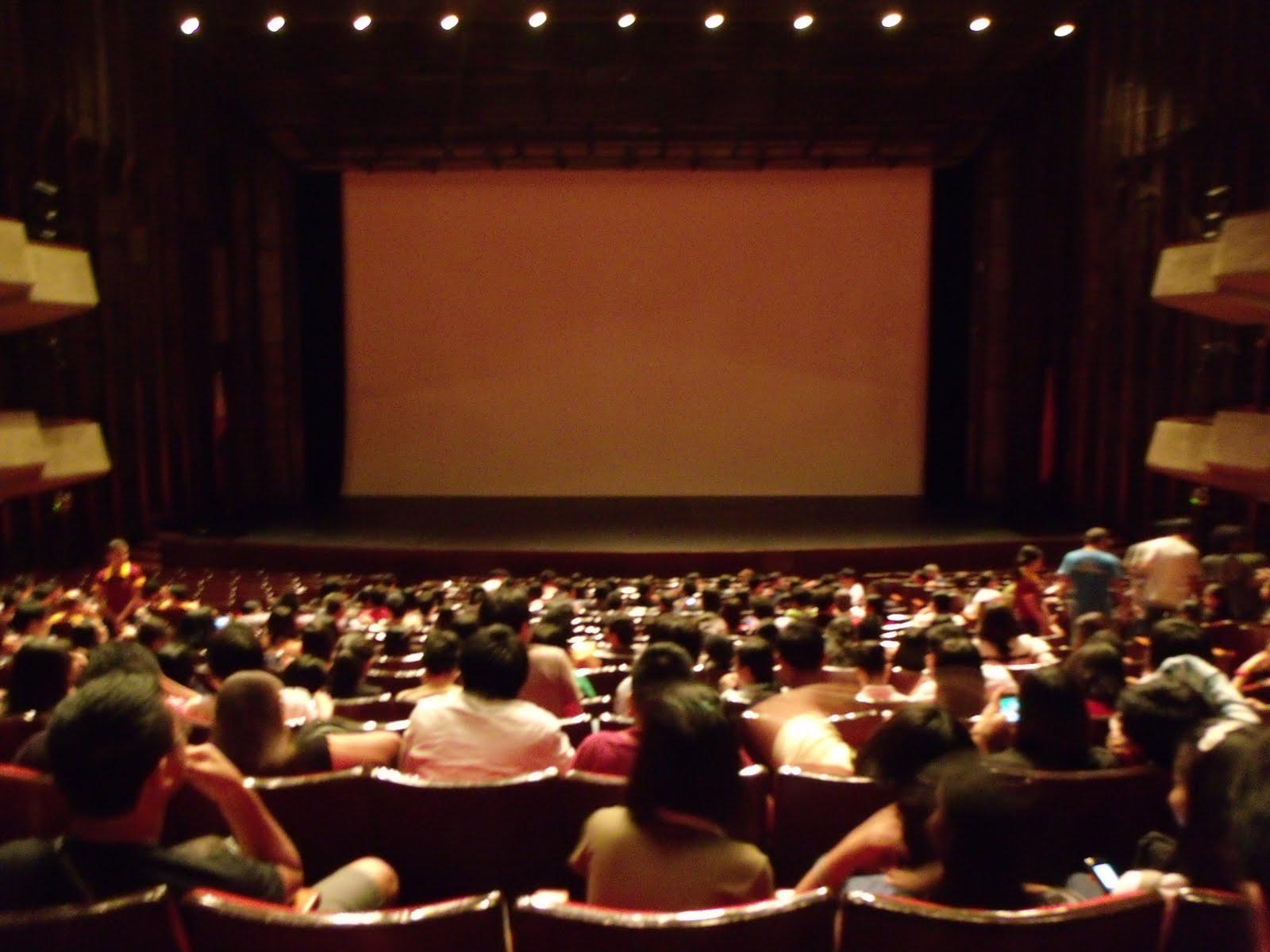 descriptive essay movie theater
