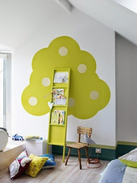 pintura de pared con diseño de árbol