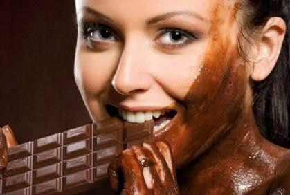 كيف تخفضين وزنك بالشوكولا - بنت فتاة امرأة تأكل شوكولاتة - woman girl eat chocolate