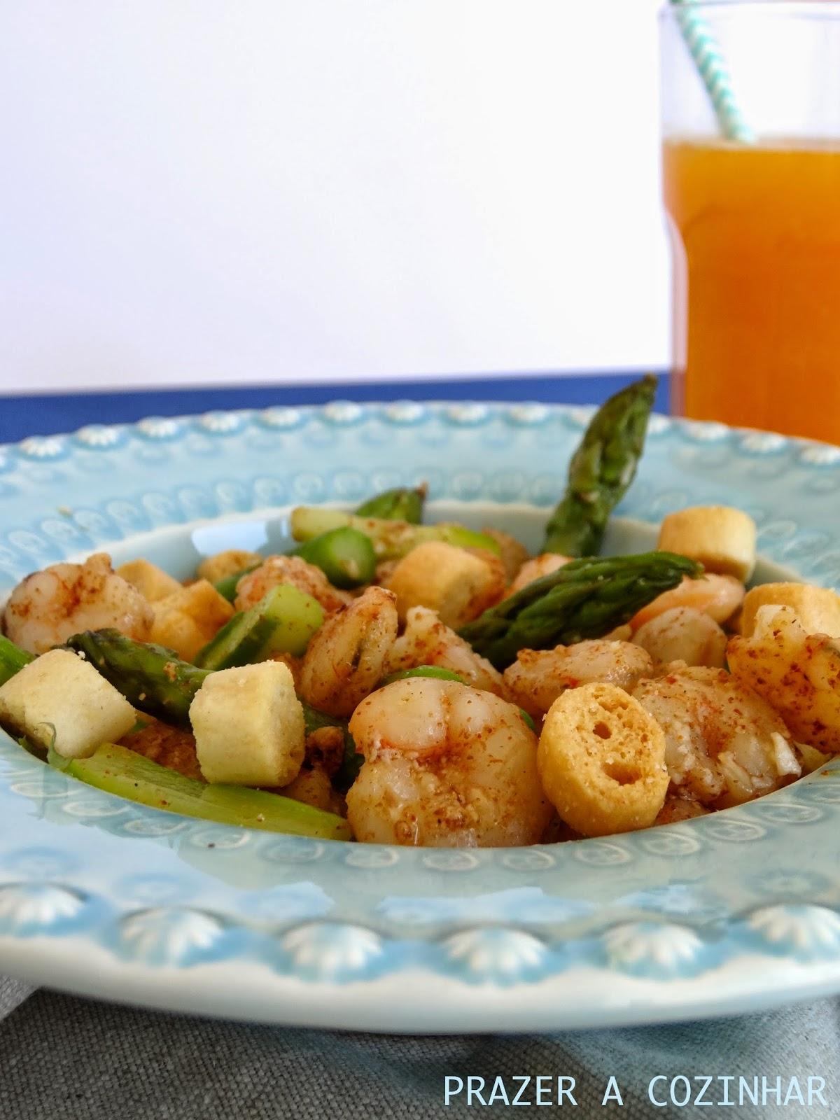 prazer a cozinhar - Salada de camarão e espargos