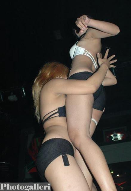 Foto Striptis Cewek Cantik Penari Erotis