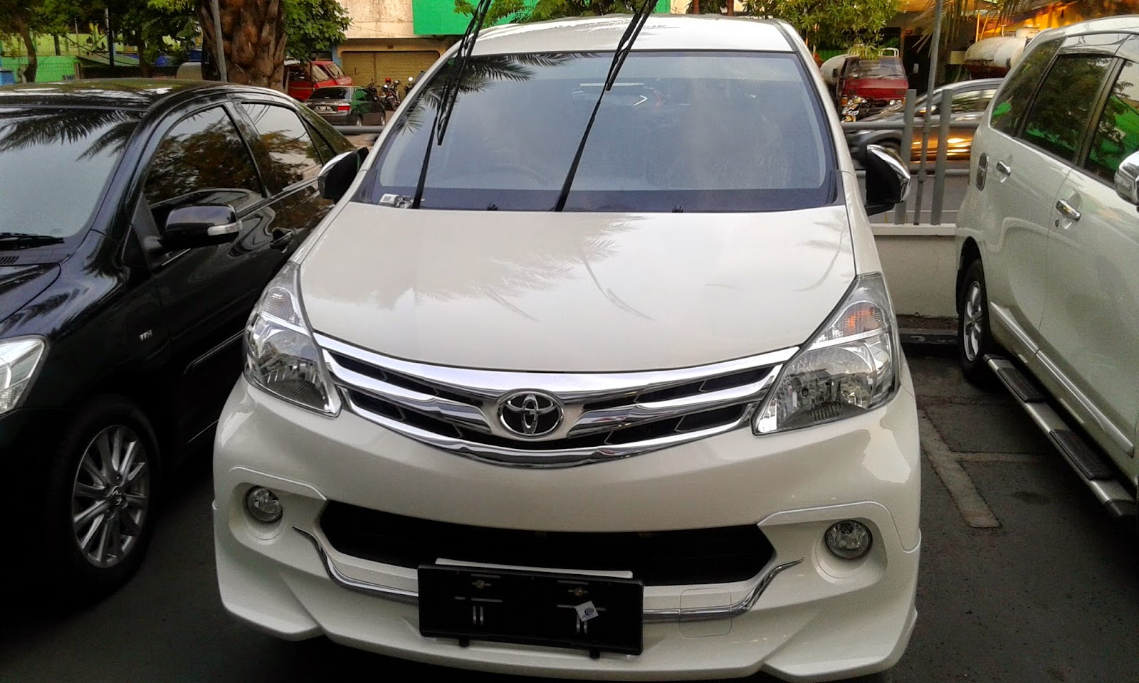 New Avanza Luxury White - 2014