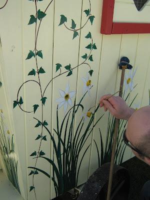 daffodil gypsy hen house