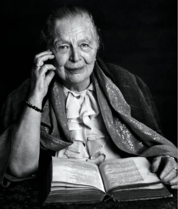 """""""Mis primeras patrias fueron los libros. Y, en menor grado, las escuelas"""". Marguerite Yourcenar"""