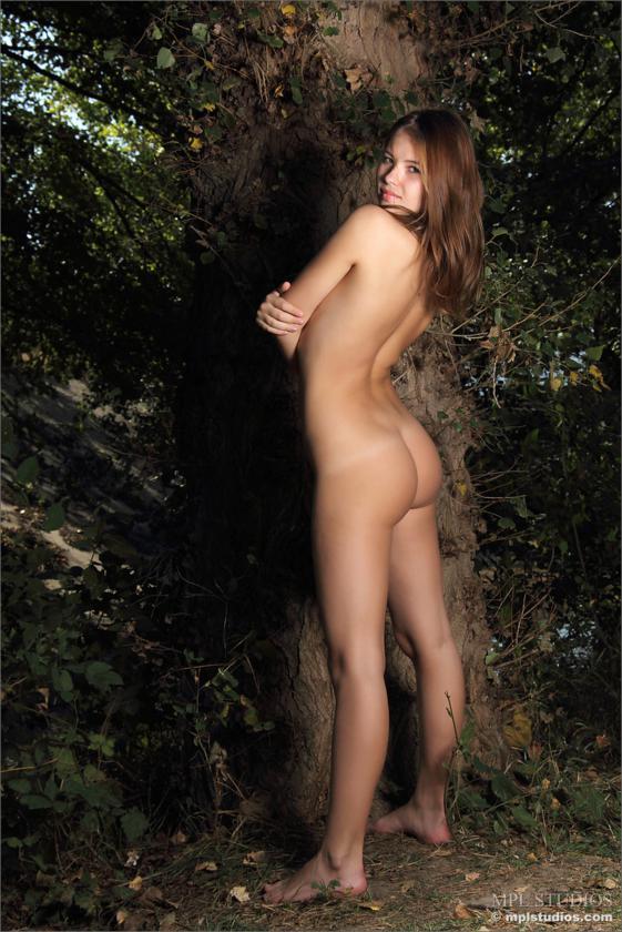 Jenna linda novinha de belos peitos e buceta gostosa