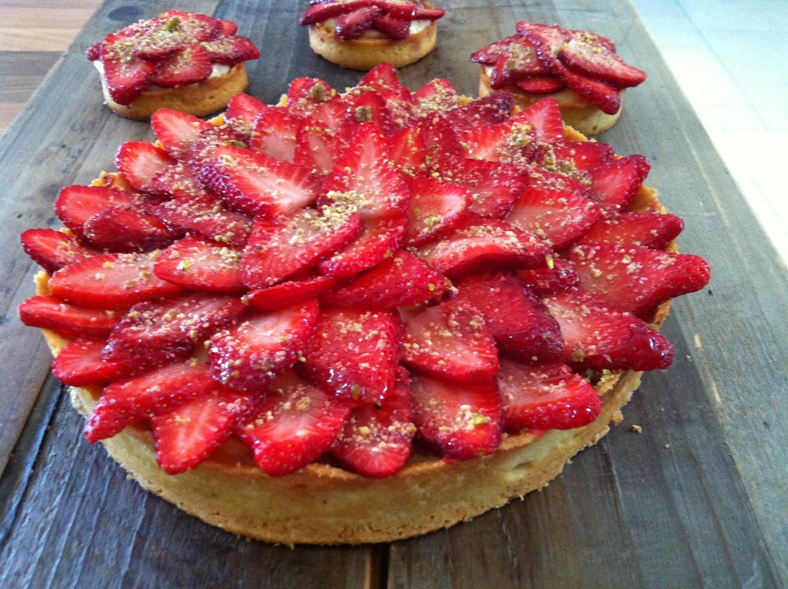 """alt=""""tarte aux fraises crème aux amandes"""""""