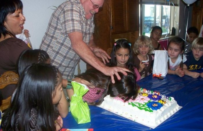 http://3.bp.blogspot.com/-VlypuftTGZU/TWMcwWJIhII/AAAAAAAAI0c/CIvyJZoz4l0/s1600/enjoy_your_cake.jpg
