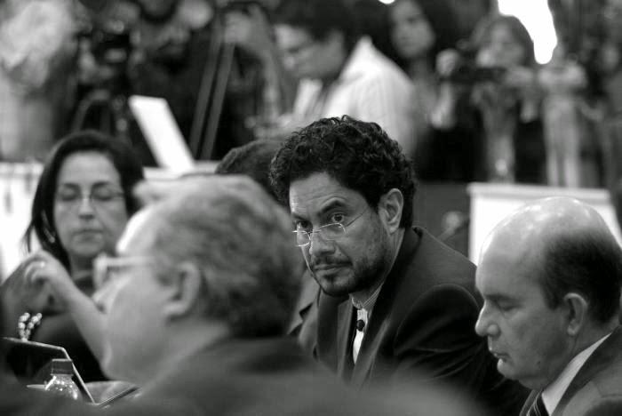 Su consigna parece ser llevar a Uribe a la cárcel y ayudar a que Timochenko llegue al Congreso.