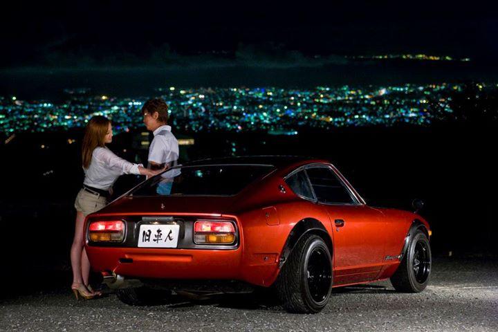 Nissan Fairlady Z S30, nocna fotografia, samochody nocą, auta po zmroku, wieczorem, mrok, japońskie, motoryzacja, JDM, tuning, zdjęcia, photos, at night, cars, photography, 夜間撮影