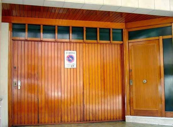 Puertas correderas puertas autom ticas puertas de garaje for Puertas de garaje de madera