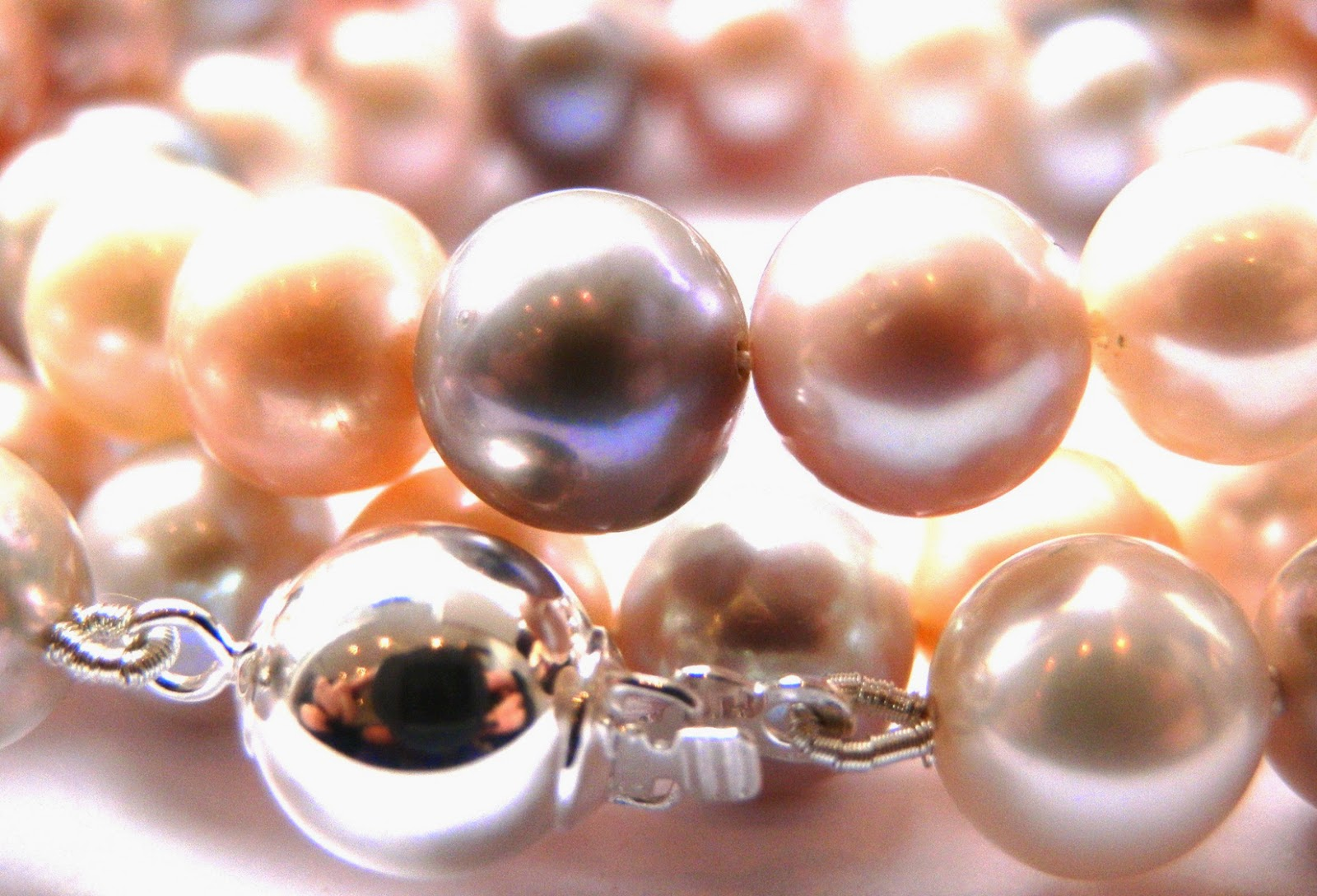 http://www.kirstytaylorjewellery.com/97-pearl-necklaces