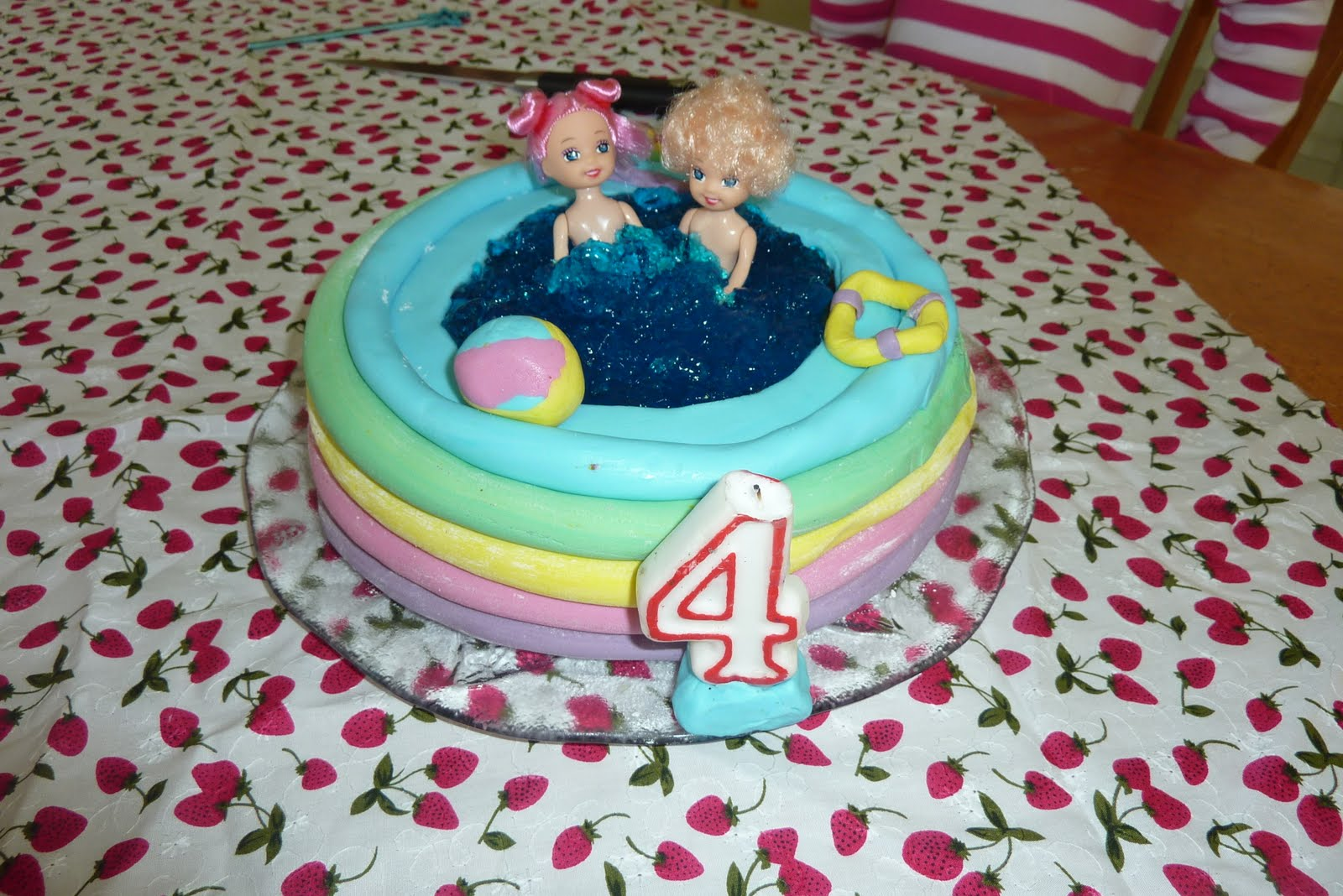 Times Fun When Youre Having Flies Miss 4s Birthday Cakes