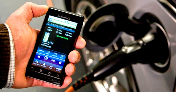 Ini Bahayanya Isi Batere Handphone di Mobil