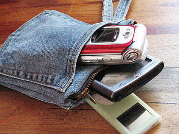 membuat kerajinan handphone dan gadget dari kain jeans lama