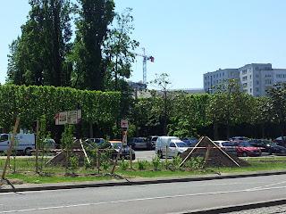 le square Jean-Baptiste Daviais vu de la place du commerce à Nantes