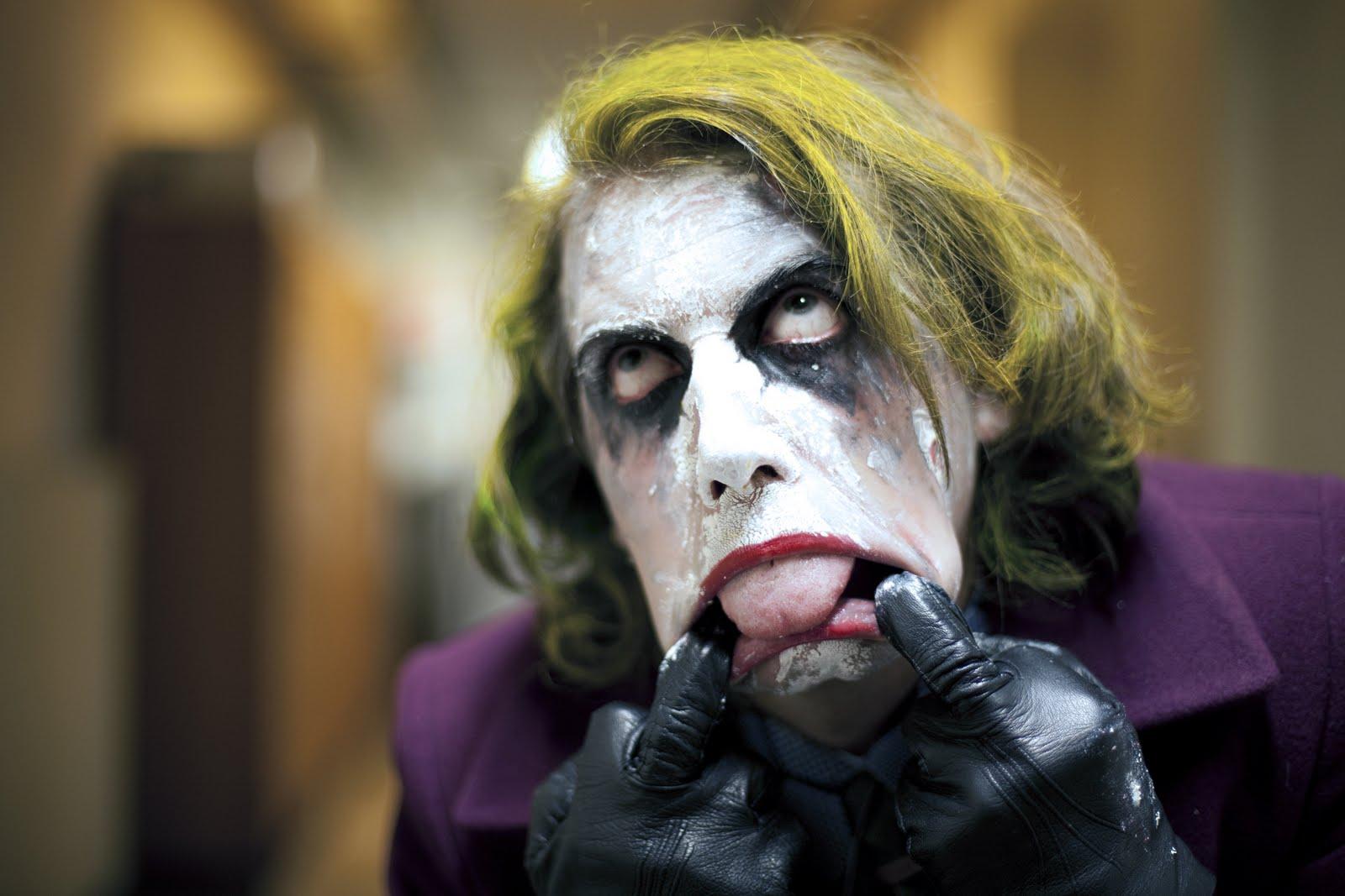 http://3.bp.blogspot.com/-VnZQG4uAMX8/TeNbiUiHx2I/AAAAAAAAD0o/-nnoq-bnzQQ/s1600/Joker_cosplay_costume.jpg
