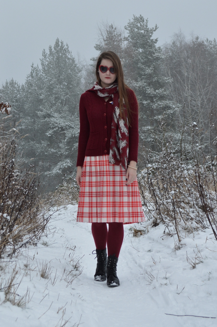 vintage, fashionista, personal style, blogger, fashion, secondhand, quaintrelle, georgiana, quaint, deichmann, heart shaped glasses, hairdo