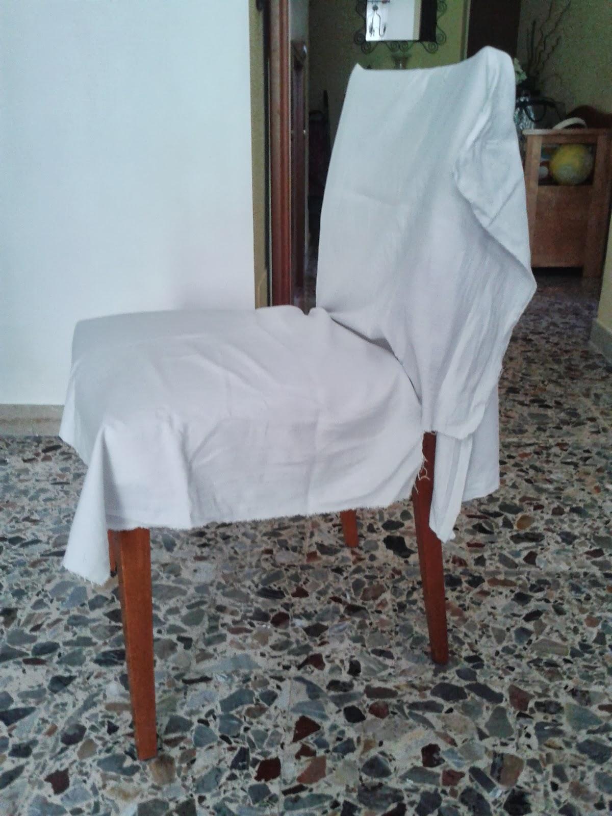 Ho tagliato la stoffa in misura calcolando almeno un dito per le cuciture e ho coperto la se fino ad una mano dal sedile