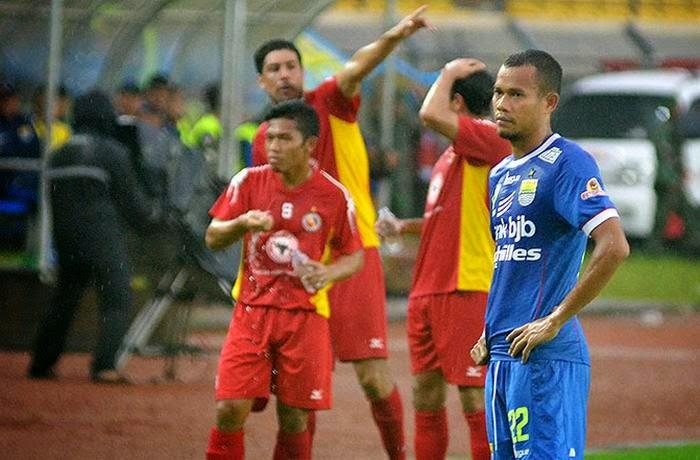 Semen Padang Kalahkan Persib Bandung 3-1