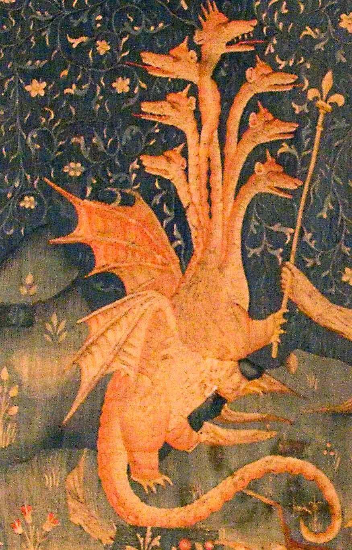 A besta do mar, figura do falso-profeta que se apossa do Papado e vira antipapa. Tapeçaria do Apocalipse, Angers, detalhe.