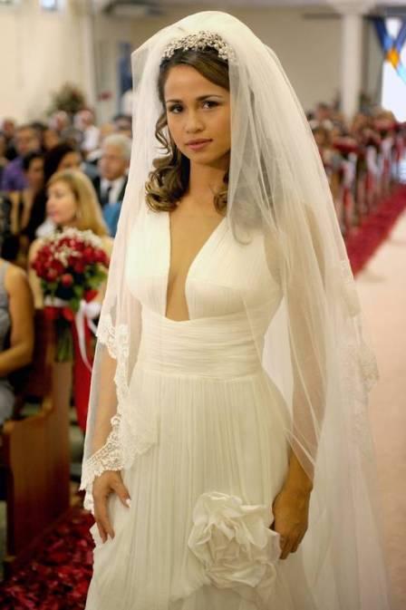 Paparazzi Pink: Os dois vestidos de noiva de Morena em 'Salve Jorge'