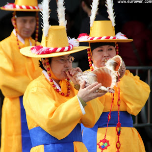 Ajumma coreana tocando la concha