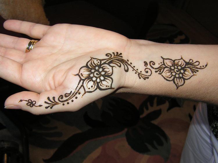 Small Flower Mehndi Designs : Flower henna designs design
