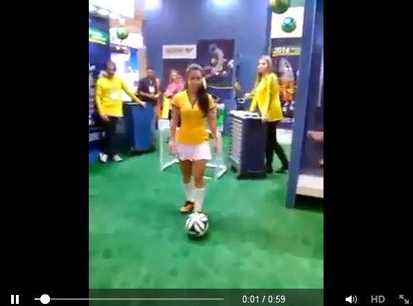 http://www.funmag.org/video-mag/mix-videos/girl-showing-football-skill/