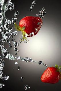 Water Strawberries iPhone Wallpaper