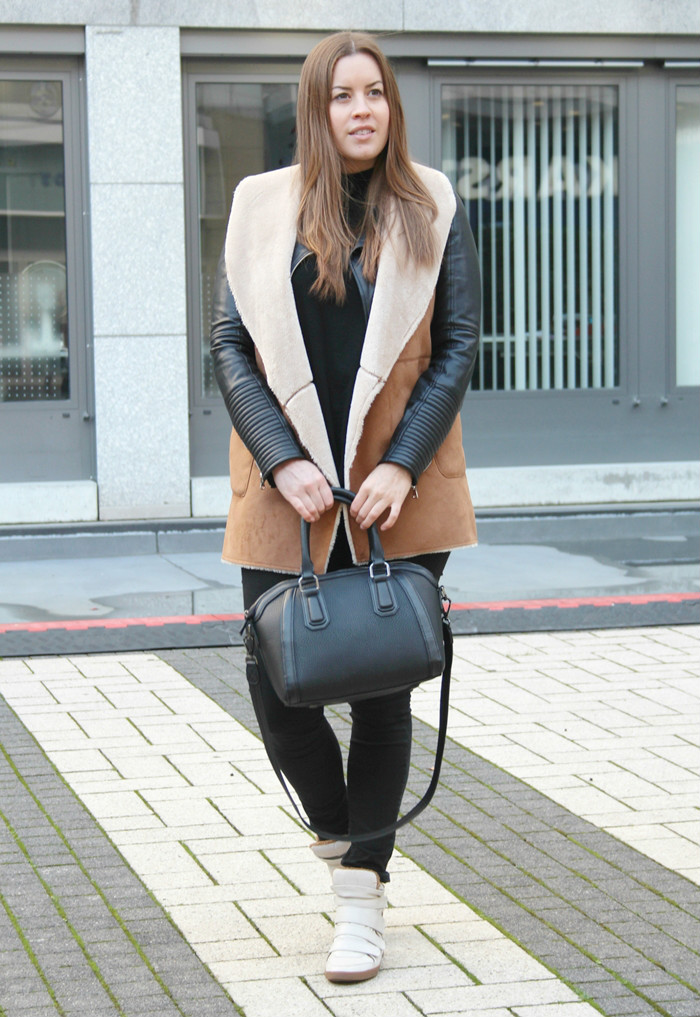 lambskin vest, faux lambskin vest, Lammfellweste, Stradivarius Sale, La Mode et Moi, Modeblog Köln, Fashionblog Cologne, Modeblog, Sneaker Wedges, Fashionblogger Cologne,