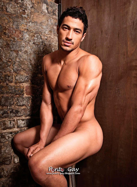 ashley_mckenzie_nu_pelado_de_pau_duro_Sexo_gay_amador.jpg