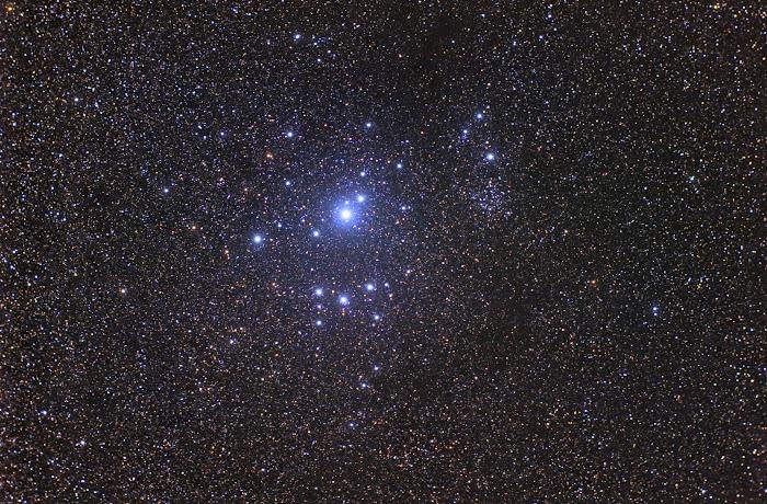 Cụm sao IC 2602 trong chòm sao Carina chụp vào tháng 12 năm 2009 bởi Đài quan sát Mercedes, Buenos Aires, Argentina.