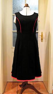 Fast Bloggerinnentreffen fast Geburtstags Kleid schwarzer Feinord