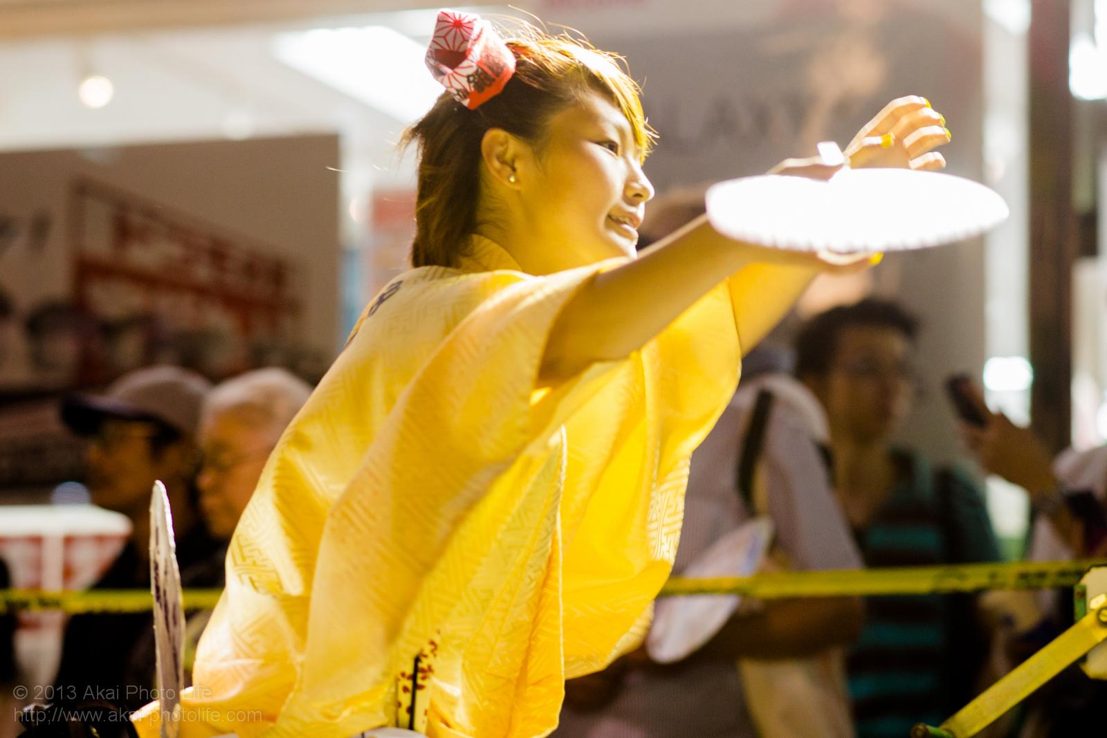 三鷹阿波踊り、みたか銀座連の女性の団扇踊り