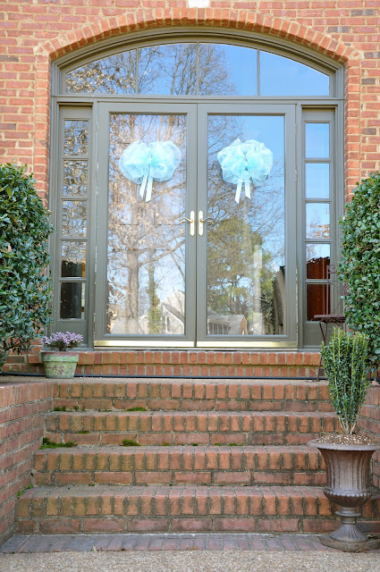 deco mesh bows on front doors