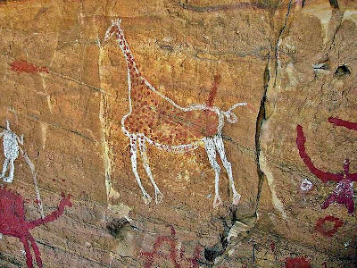 Foto mostra arte rupestre no Saara.